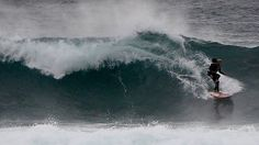 une paraplegique fait du surf scotche sur le dos d un surfeur 4 Une paraplégique fait du surf scotchée sur le dos dun surfeur [video] video Tyron Swan surfeur surf scotch Pascale Honore paraplégique paralysé handicap Duct Tape