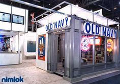 Nimlok creates and constructs custom and portable modular retail exhibits and environments. For Old Navy, we designed a portable face-to-face marketing solution.