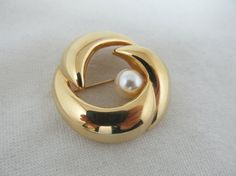 NAPIER Faux Pearl Swirl Pin Item 342 by KittyCatShop on Etsy
