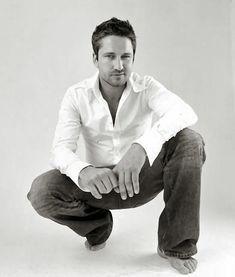 Gerard Butler. Unbuttoned White Shirt, bare feet...