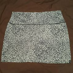 Billabong mini skirt Sexy and cute, this skirt is perfect for girls night or a trip to the beach! Defiantly a closet staple Billabong Skirts Mini