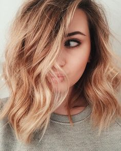 What exactly is Balayage Hair and why do we love it so much? As the name implies, Balayage is a French technique whose goal is to color the hair by adding very soft and. Hair Day, New Hair, Wavy Hair, Wavy Lob, Curls Hair, Wavy Shoulder Length Hair, Medium Length Ombre Hair, Haircuts For Medium Length Hair Layered, Cute Shoulder Length Haircuts