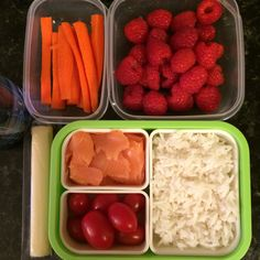 #Teuko lunchbox: carrot sticks, cherry tomatoes, smocked salmon, basmati rice, cheese stick, raspberries, water. By Jessica, www.teuko.com