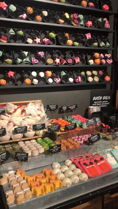 Check out the range of Lush Christmas products for this year. The Lush festive range features all the bath bombs, bath melts and natural beauty gifts you could think of, including my fave Snow Fairy and Yog Nog scents! Lush Cosmetics, Homemade Cosmetics, Lush Aesthetic, Aesthetic Vintage, Lush Christmas, Halloween Christmas, Lush Products, Beauty Products, Avon Products