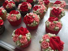 Floral Valentine's cupcakes www.bakedblooms.com
