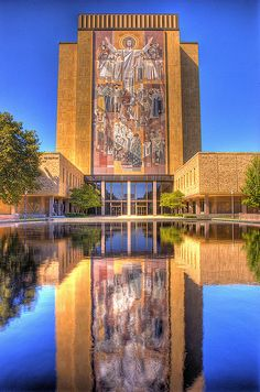 Touchdown Jesus at Notre Dame University in South Bend IN. My grandpa used to work here. It was one of my favorite places as a child. I loved going to work with him Irish Fans, Go Irish, Notre Dame Football Stadium, College Football, Alabama Football, American Football, Notre Dame Campus, University Of Notre Dame, State University