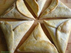 Pinetarts, Guyanese ♥ I wanna bake these for my Guyanese hubby and learn a thing or two about Guyanese cuisine Read Recipe by blairbey Indian Desserts, Indian Food Recipes, Haitian Recipes, Guyana Food, Suriname Food, Guyanese Recipes, Guyanese Sponge Cake Recipe, Coconut Tart, Caribbean Recipes