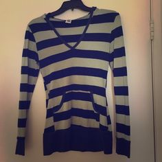 Striped hoodie Super stretchy and very flattering.  It's a large but you can be a small and it will fit. Tops Sweatshirts & Hoodies