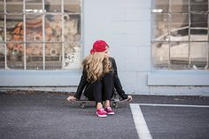 Skateboard, keds, casual street style outfit, all black outfit, boston hat, red shoes
