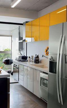 Detalhe amarelo deixando a cozinha ainda mais bela. #yellow #kitchen