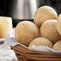 Pão de Queijo. Veja a receita: