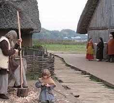 Haithabu Viking village Medieval Village, Medieval Houses, Medieval Life, Viking Hall, Danish Vikings, Norse Legend, Valhalla Viking, Viking Museum, Viking House