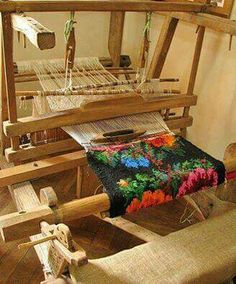 Razboi de tesut Weaving Textiles, Weaving Art, Loom Weaving, Tapestry Weaving, Romania People, Romania Travel, Folk Embroidery, Flower Aesthetic, In Ancient Times