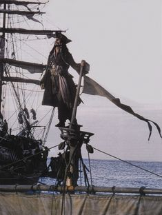 Johnny Depp as Jack Sparrow in Pirates of the Caribbean: The Curse of the Black Pearl - movie stills (2003)