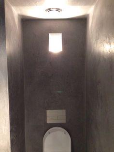 Een toiletruimte op gewaagde manier voorzien van Beal Mortex, heel gaaf eindresultaat.