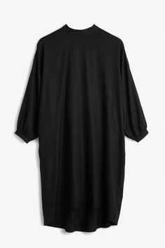 A powerful and super #monkistyle tent dress, with a wide fit and a high collar that closes with two buttons at the back of the neck. Its ¾ sleeves that gather with a slim hem and single button.