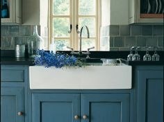 Kitchen blue cabinets modern country style 34 new Ideas Backsplash With Dark Cabinets, Blue Cabinets, Kitchen Backsplash, Kitchen Countertops, Kitchen Cabinets, Kitchen Sinks, Upper Cabinets, Cupboards, Subway Backsplash