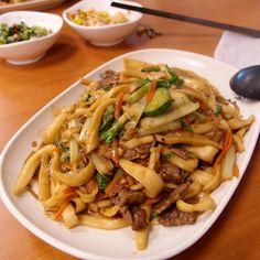 專程來吃牛肉刀削炒麵。@麵皮厚刀削麵 #Fried #noodles with #beef & #vegetable #food #Taiwan