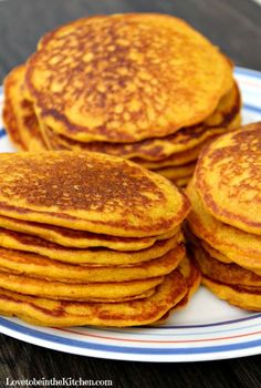 Healthy Carrot Pancakes- The best way to help kids (and adults! Picky kids LOVE these! Sugar Free Recipes, Baby Food Recipes, Sweet Recipes, Cooking Recipes, Carrot Pancakes, Pancakes And Waffles, Healthy Meals For Kids, Kids Meals, Healthy Recipes