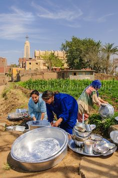 The women of the village wash pots and pans in the irrigation canal on Gold Island, Cairo, Egypt. Old Egypt, Cairo Egypt, Ancient Egypt, Egyptian Actress, Egyptian Art, Egyptian Beauty, Life In Egypt, Le Nil, Landscape Photos