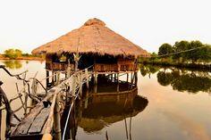 """วิถีชาวบ้าน…วิถีท่องเที่ยวไทย  ·  ท่องเที่ยว...แบบคนรุ่นใหม่...เรียนรู้วิถีชีวิตชาวบ้าน ท่องเที่ยวแบบ """"โฮมสเตย์""""… เรื่องราวของภาพมุ่งเชิญชวนการท่องเที่ยวอีกรูปแบบหนึ่งที่เราจะได้เข้าไปสัมผัสกับวิถีชีวิตความเป็นอยู่ของชาวบ้านในท้องถิ่นต่างๆ อย่างลึกซึ้ง ทั้งเรื่องวิถีการอยู่อาศัย การประกอบอาชีพ อาหารการกิน ฯลฯ ท่องเที่ยวทั่วไทยครั้งต่อไป...เที่ยวไทยแบบโฮมสเตย์"""