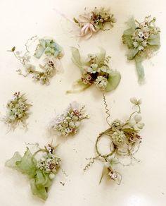 イメージ 1 Lace Flowers, Fabric Flowers, Ribbon Flower Tutorial, Flower Spray, Fabric Paper, Handmade Flowers, Flower Crafts, Artificial Flowers, Hand Embroidery