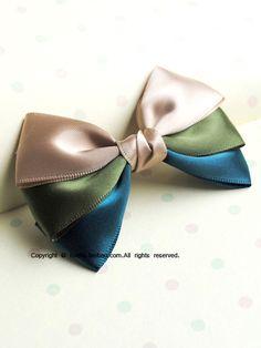 Tri-color hair bow.  So pretty!