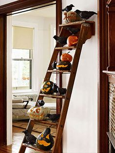 Halloween Use an old ladder, take off side w/o steps and attach to a wall. Great for holiday decor. Easy Halloween Crafts, Halloween Home Decor, Halloween Photos, Halloween House, Holidays Halloween, Vintage Halloween, Halloween Pumpkins, Halloween Stuff, Halloween Ideas