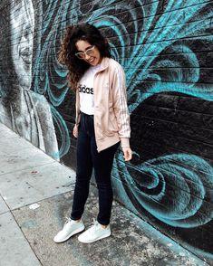 Bruna Vieira veste jaqueta Adidas, calça skinny e tênis Adidas.