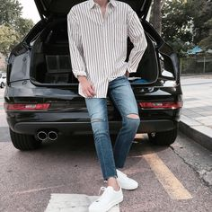 white Vans sneakers, distressed jeans, a loose striped shirt for a weekend look Korean Fashion Men, Latest Fashion For Women, New Fashion, Fashion Outfits, Fashion Trends, Sneakers Mode, Sneakers Fashion, Vans Sneakers, Mens Clothing Trends