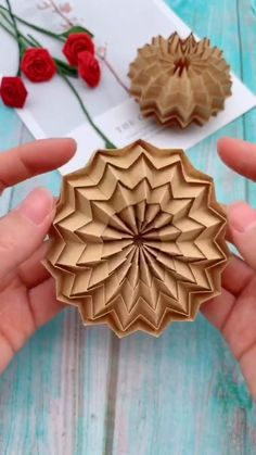 Papier Diy Origami Little Thing Art Tutorial Art tutorial flowers DIY Origami Papier Diy Crafts Hacks, Diy Crafts For Gifts, Creative Crafts, Instruções Origami, Origami Simple, Origami And Quilling, Oragami, Paper Crafts Origami, Paper Crafts For Kids
