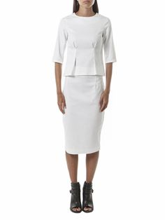 White pencil skirt. With black back and silver zipper, high waist, central back slit and below knee length. 100% stretch cotton, comfortable.  #handmade #madeinitaly #efesti #italianwoman #italianstyle #skirt #styleidea