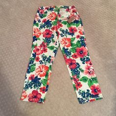 ✨ONE DAY SALE✨Floral ankle jeans Brand new with tags floral ankle jeans. Bright and cheerful! Hannah Jeans Ankle & Cropped