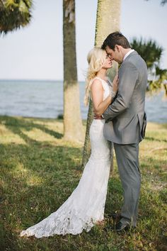classic wedding at the Pensacola Country Club by leslie-hollingsworth.com