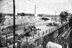 A Ponte Grande pouco antes de sua demolição. Ao fundo: a Ponte das Bandeiras<br />Foto B. J. Duarte  [MAIA, Francisco Prestes. Os melhoramentos de São Paulo]