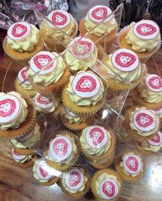 Yummy! Mini Cupcakes, Desserts, Food, Postres, Eten, Meals, Food Deserts, Plated Desserts, Sweets