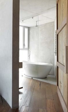 Beautiful floorboards for this bathroom