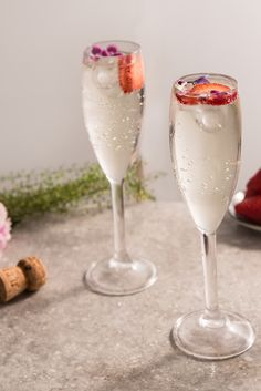 Prosecco cocktails make a wonderfully elegant aperitif on any occasion. This collection of cocktail recipes contains some fantastic ideas for incorporating prosecco into your next drinks party. Cocktail And Mocktail, Prosecco Cocktails, Summer Cocktails, Cocktail Recipes, Party Drinks, Fun Drinks, Yes Way Rose, Frozen Rose, Great British Chefs