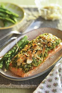 40 cenas listas en pocos minutos (¡y no son de lata!) Salmon Recipes, Fish Recipes, Easy Cooking, Cooking Recipes, Salmon Pasta, Deli Food, Vegetarian Recipes, Healthy Recipes, Salty Foods