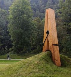 built for the festival of the five seasons in chaudfontaine park, which lies on the outskirts of liege, belgium, a giant clothespin sculpture appears to be holding on to a mound of dirt and grass. designed by turkish artist mehmet ali uysal, a professor of art at the middle east technical university.
