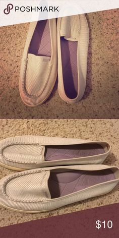 Reef slide ons.. Size 9..$10 Reefs Cream and Purple slides ons.. Great for the weekends.. Have been worn twice but in great shape! Size 9...$10 Reef Shoes Flats & Loafers