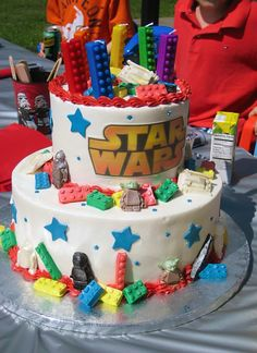 Lego Star Wars Cake: love the lego candles on top.