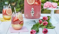 Moscato Lemonade : The Naked Grape Wine Party Drinks, Cocktail Drinks, Fun Drinks, Alcoholic Drinks, Cocktails, Sangria Recipes, Cocktail Recipes, Drink Recipes, Dinner Recipes