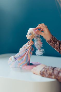 FailFix dolls come from the creators of Shopkins and Pikmi Pops so they have a long history of making things that our children inexplicably gravitate towards and don't want to stop playing with. FailFix is a disruptive new fashion doll that allows girls to #TakeoverTheMakeover. Unlike other fashion dolls available, FailFix isn't about being or looking perfect – we're all about celebrating the fails and being relatable to everyone's #stylefails.