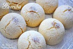 Voici trois recettes de Ghribia, aux amandes, à la farine de pois chiches ou au graines de sésames, vous trouverez d'autres gâteaux Algériens pour l'Aid sur L'index de Gâteaux Algériens Ghribia ou Montecaos aux Amandes Ghribia a la farine de pois chiche...