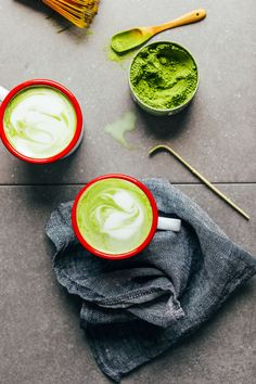 THE BEST Matcha Latte! Creamy coconut and macadamia milk make the perfect combo // minimalist baker