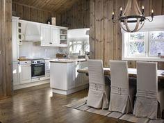 """Ny"" hytte med beis - Hytter innvendig - ifi.no Cabin Kitchens, Kitchen Island, Table, Inspiration, Furniture, Home Decor, Decorating, Beige, Island Kitchen"