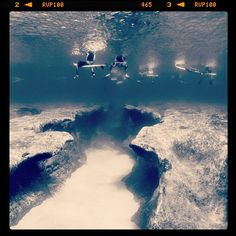♦ Pipeline underwater. ** Fantastic shot. I've always read about the rock/coral shelves under Pipeline which can tear the shit out of surfers. Now I see what the fuss was about.