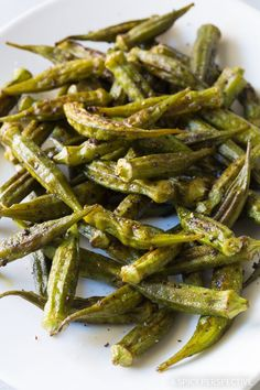 Zesty Roasted Okra Recipe - Fresh summer okra roasted on a sheet pan with cumin, ancho chili powder, and garlic. This simple healthy side dish is fantastic! Healthy Okra Recipes, Vegetable Recipes, Indian Food Recipes, Cooking Recipes, Oven Recipes, Vegetarian Cooking, Easy Cooking, Vegetarian Barbecue, Barbecue Recipes