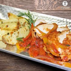 Grilled Chicken Cacciatore and Roasted Yukon Gold Potatoes with Homemade Pepper, Onion Marinara - Check out our healthy menu at OrderMyChef.com/Menu #mychef #ordermychef #healthyeats #mealplans
